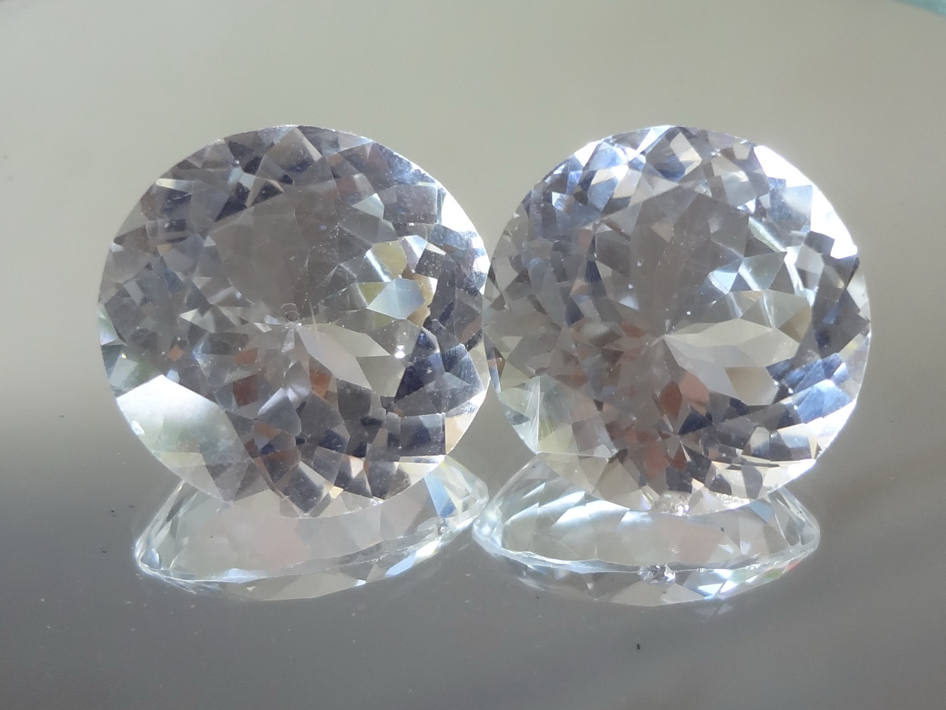 White Topaz Round Diamond / Brilliant Cut 31.5ct, Pair for Sale.